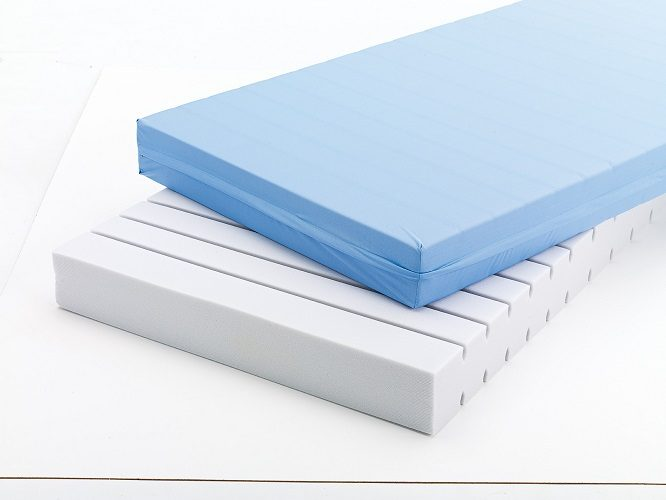 ANTIDECUBITUS 22 DENSITY MATTRESS WITH COVER